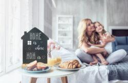 Stolní popisovací tabule DŮM s popisovačem, dřevěný stojánek(FBT-HOUSE)