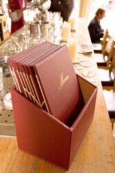 Box s jídelními lístky CLASSIC, červená (20 ks)(MC-BOX-CRA4-WR)
